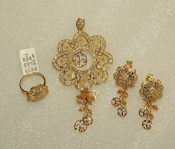 Jewellery Designs And Collections From Saudi Arabia Gold Jewelry Fashion Diamond Pendants Designs Gold Necklace Designs