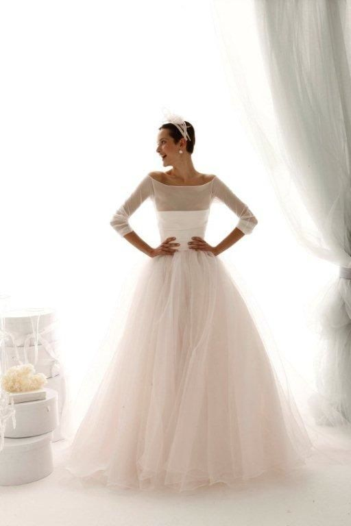 Le Spose Di Gio - I love the elegant simplicity of their gowns  b2f51c6bb101