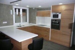 Plan de travail avec cr dence en r sine de synth se varicor espaces de la maison - Plan de travail cuisine en resine de synthese ...