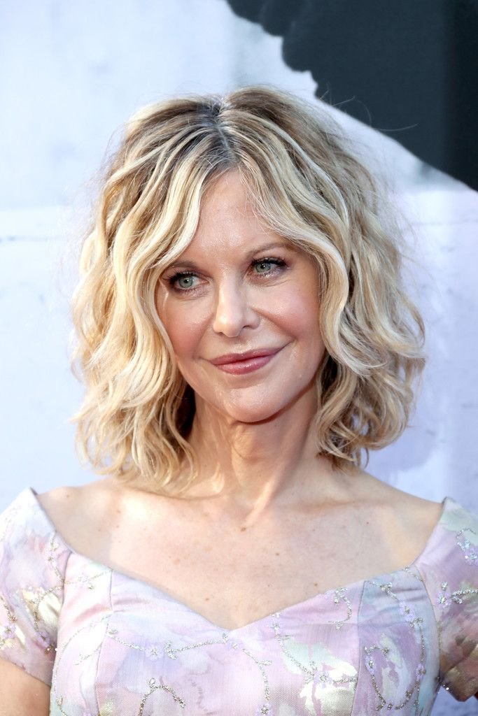 Meg Ryan Curled Out Bob Meg Ryan Short Hairstyle And Bobs