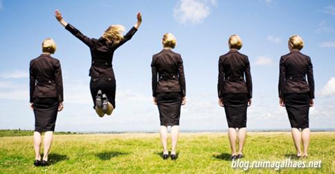 Muitas pessoas querem mas não sabem como fazer. Eis algumas dicas: http://blog.ruimagalhaes.net/dicas-para-mudar-de-vida/