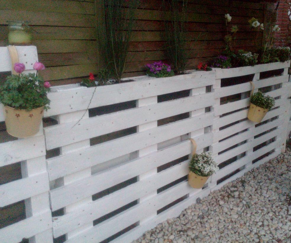 Kleiner Gartenzaun aus Europaletten bzw. Einwegpaletten mit ...