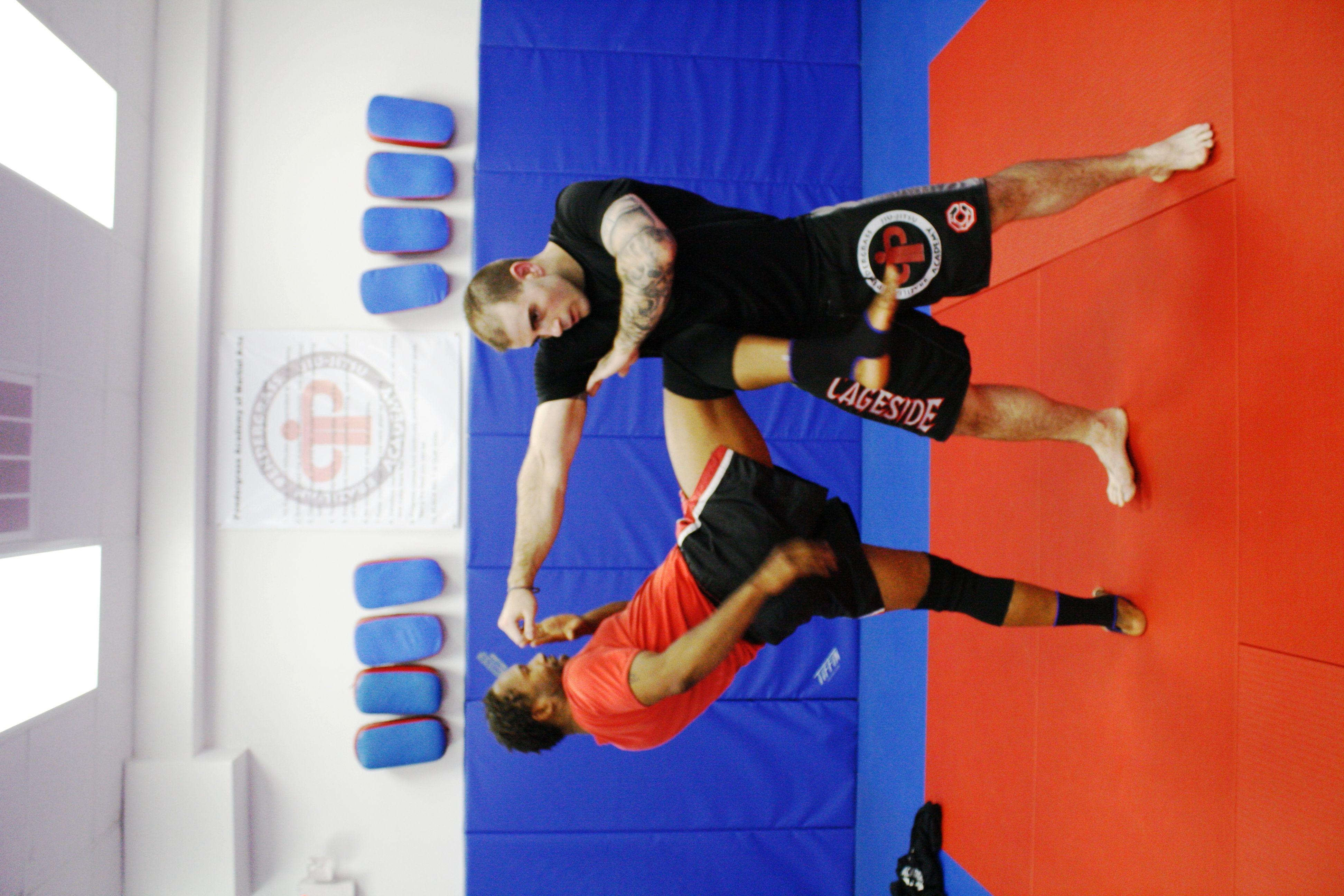 Kru holmes demonstrating the muay thai knee martial