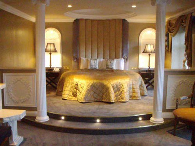 Genial Master Bed Room Roman Style Ideas