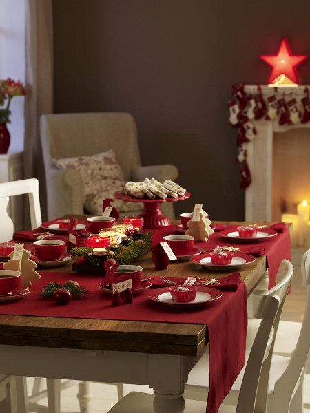 christmas-dinner-table-decorations-cake-red-electrical-starlight