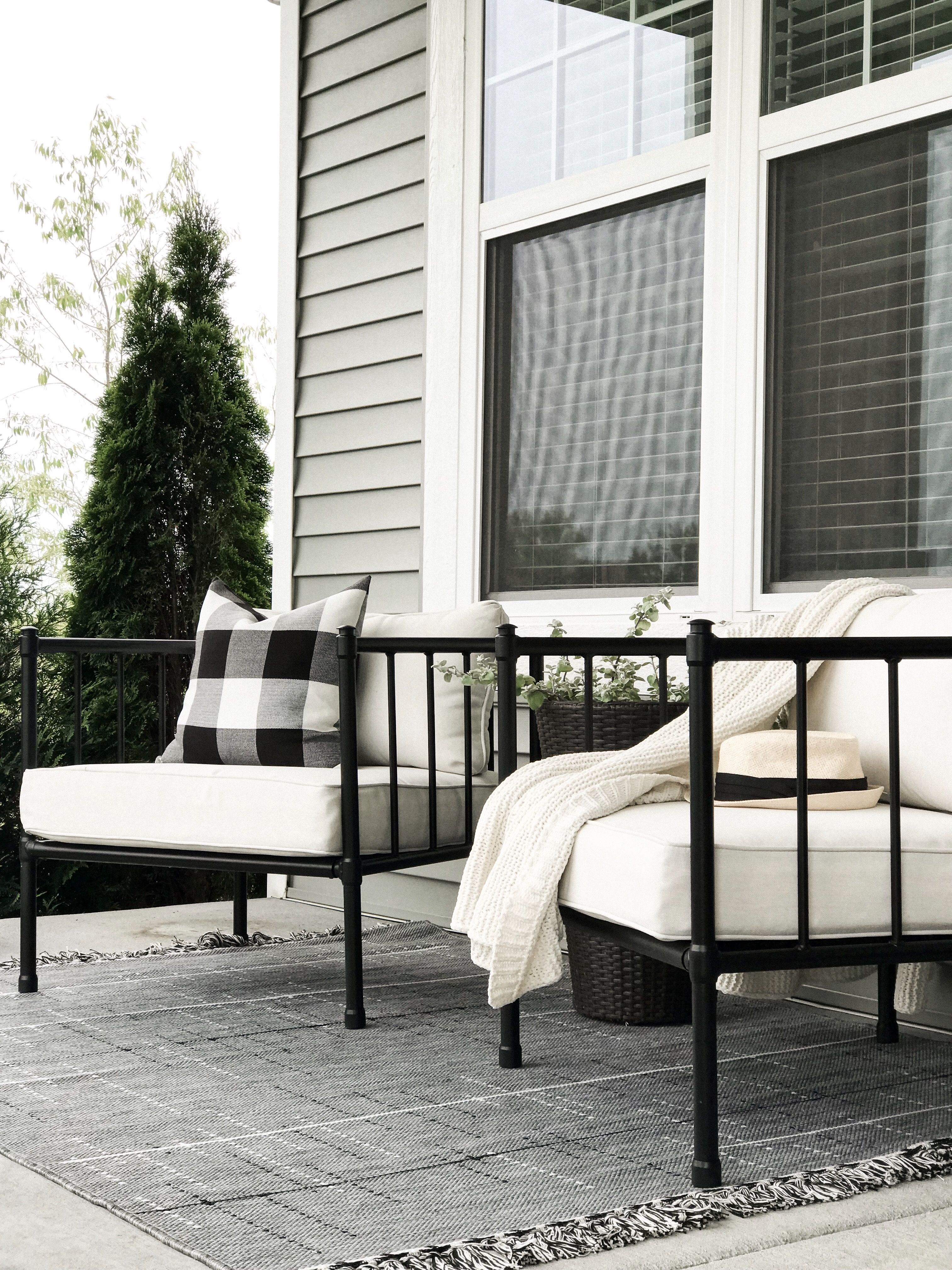 Summer front porch Porch furniture, House with porch