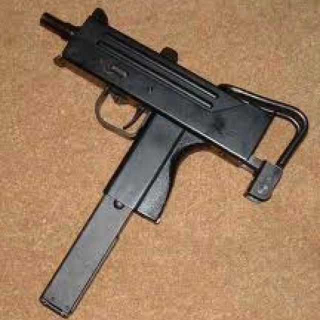 The infamous Mac-10 Uzi | Senapan | Guns, Submachine gun