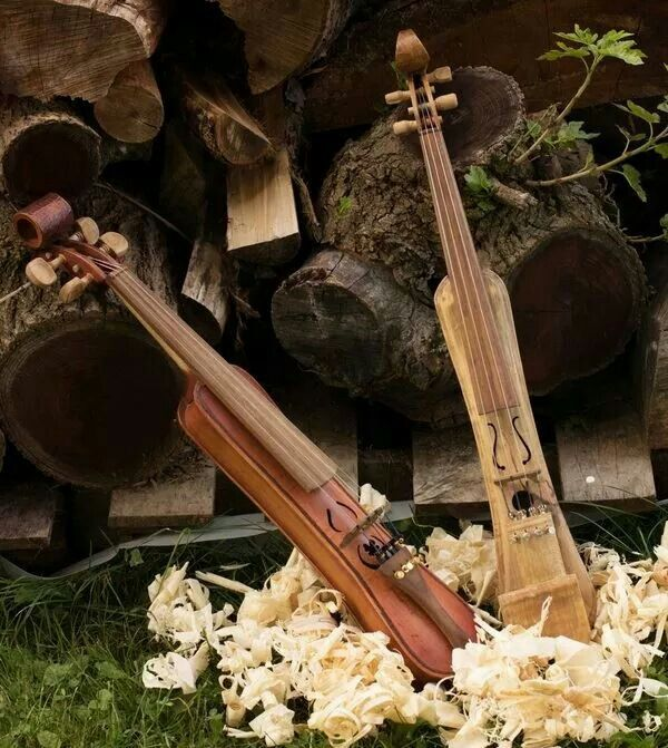 Traveling violins.