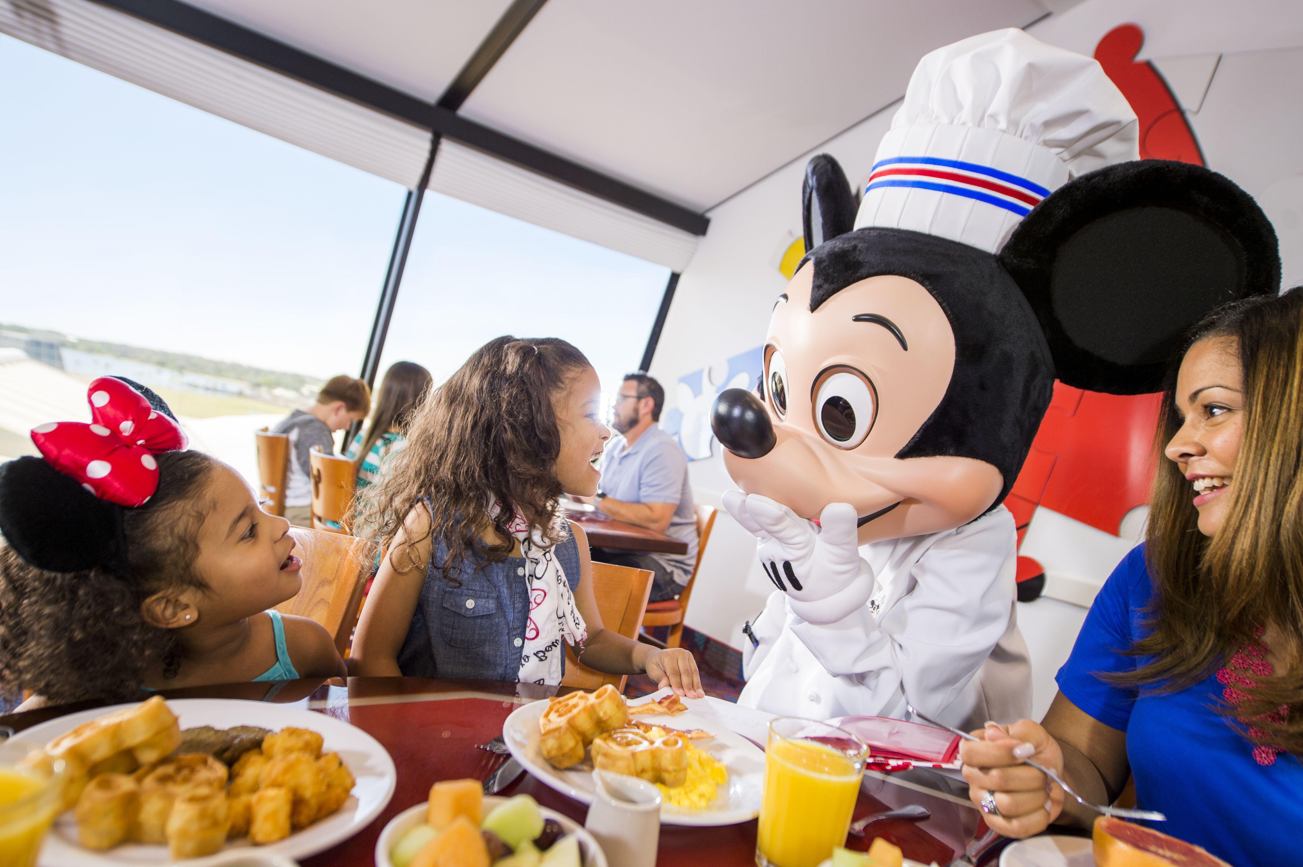Character Dining at Disney Hotel