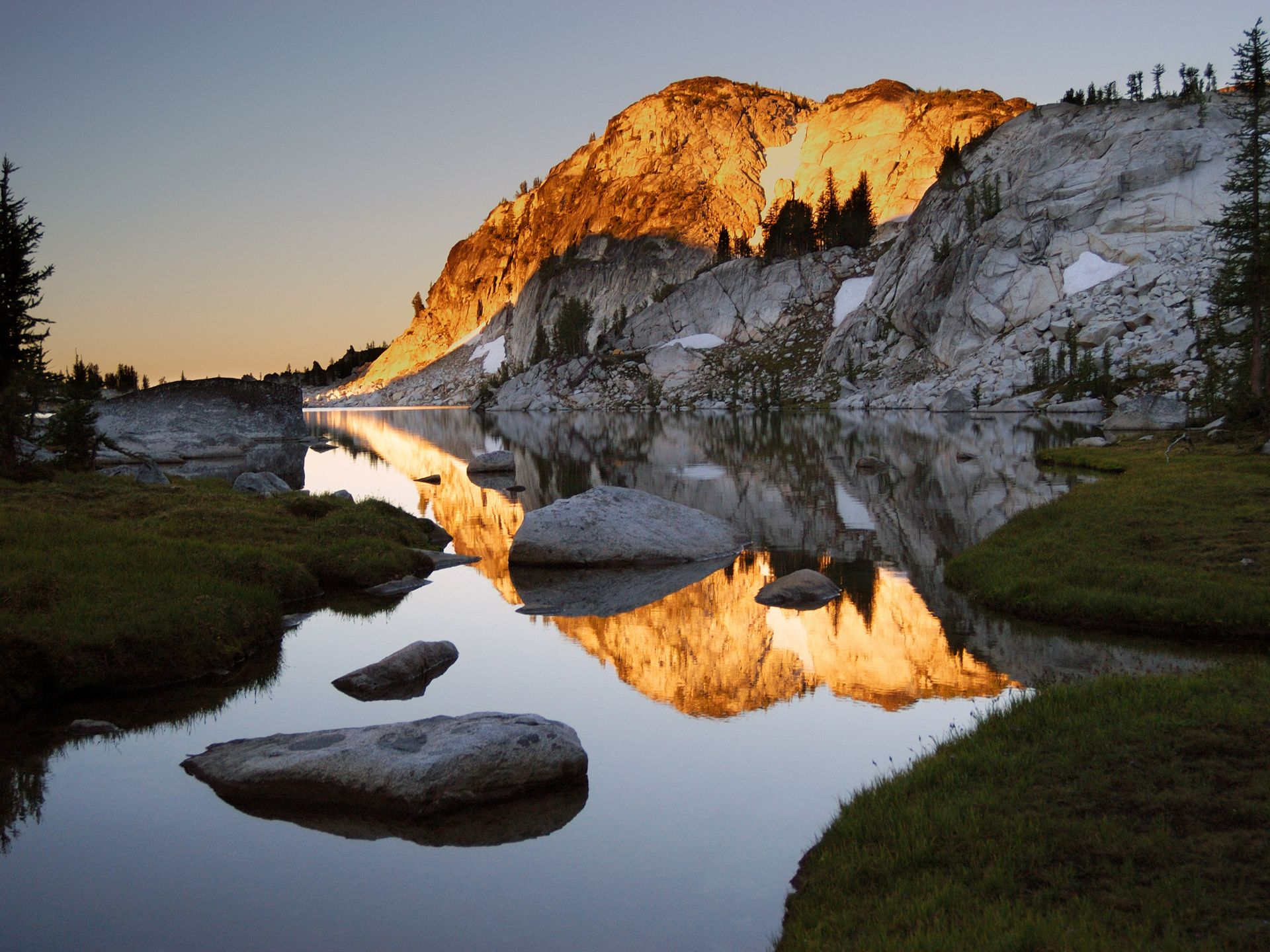 Love The Sierra Nevada Mountains Scenic Wallpaper Lake