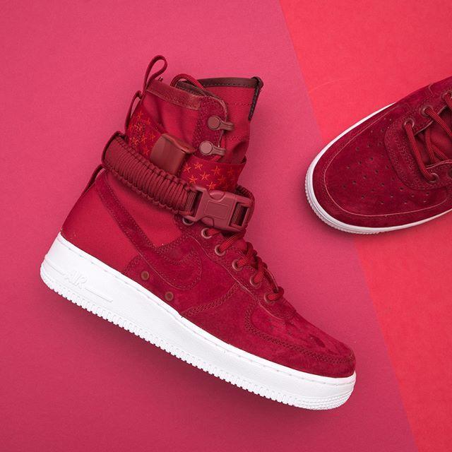 low priced ec025 30dc5 Nike Wmns SF Air Force 1 - 857872-601 •• Red crush heter färgen, helt  magisk! Finns på www.footish.se redan ikväll!  nike  ai…