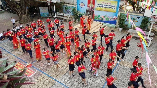 Áo cờ đỏ sao vàng trường tiểu học Phan Thanh - Hình 4