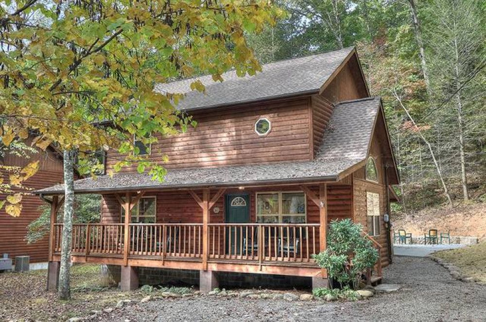 5 Reasons Your Family Should Spend Spring Break At Our Cabins In Gatlinburg Tn Gatlinburg Cabins Cabins In Gatlinburg Tn Smoky Mountains Cabins