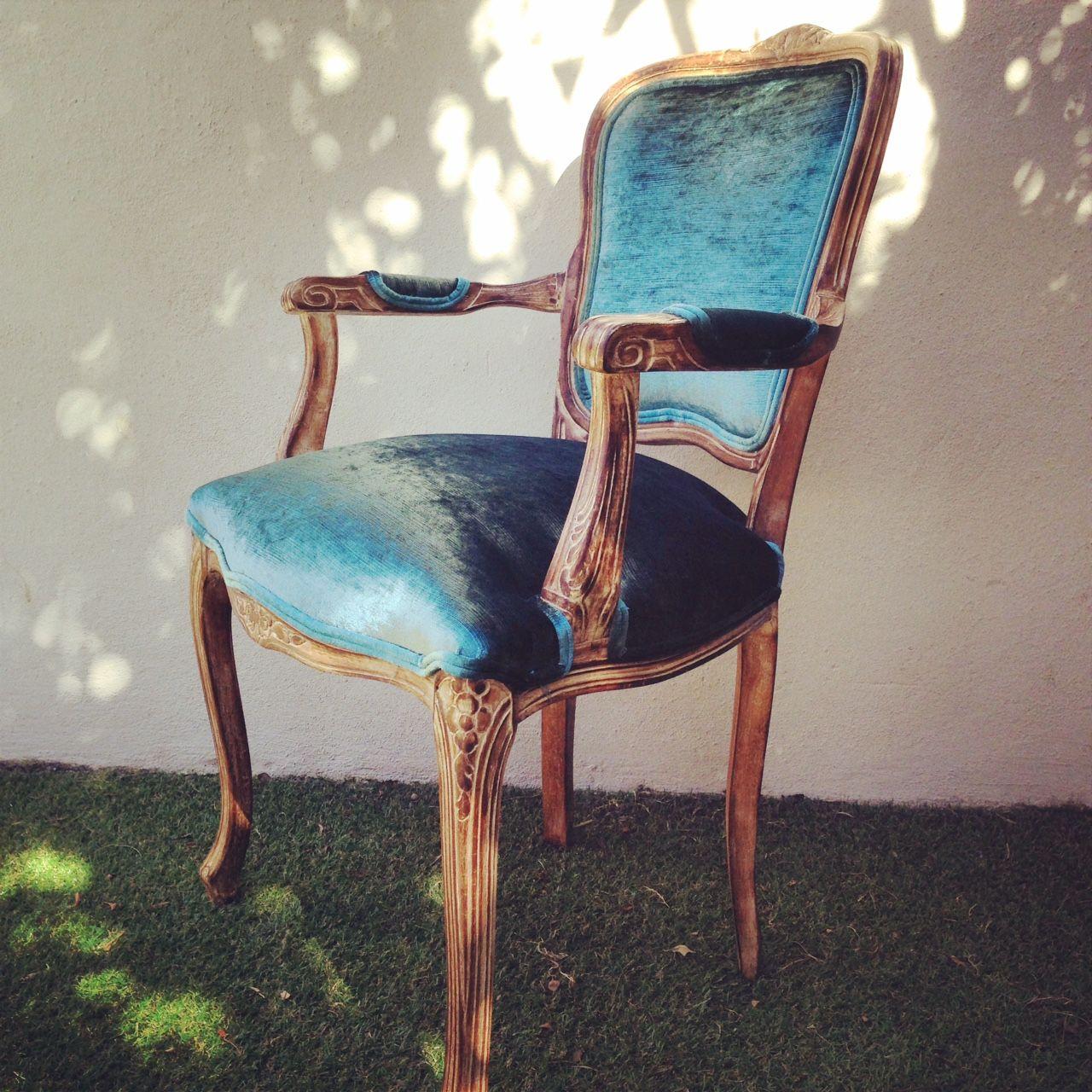Silla de madera restaurada y tapizada con terciopelo gaspeado en color turquesa https www - Sillas turquesa ...