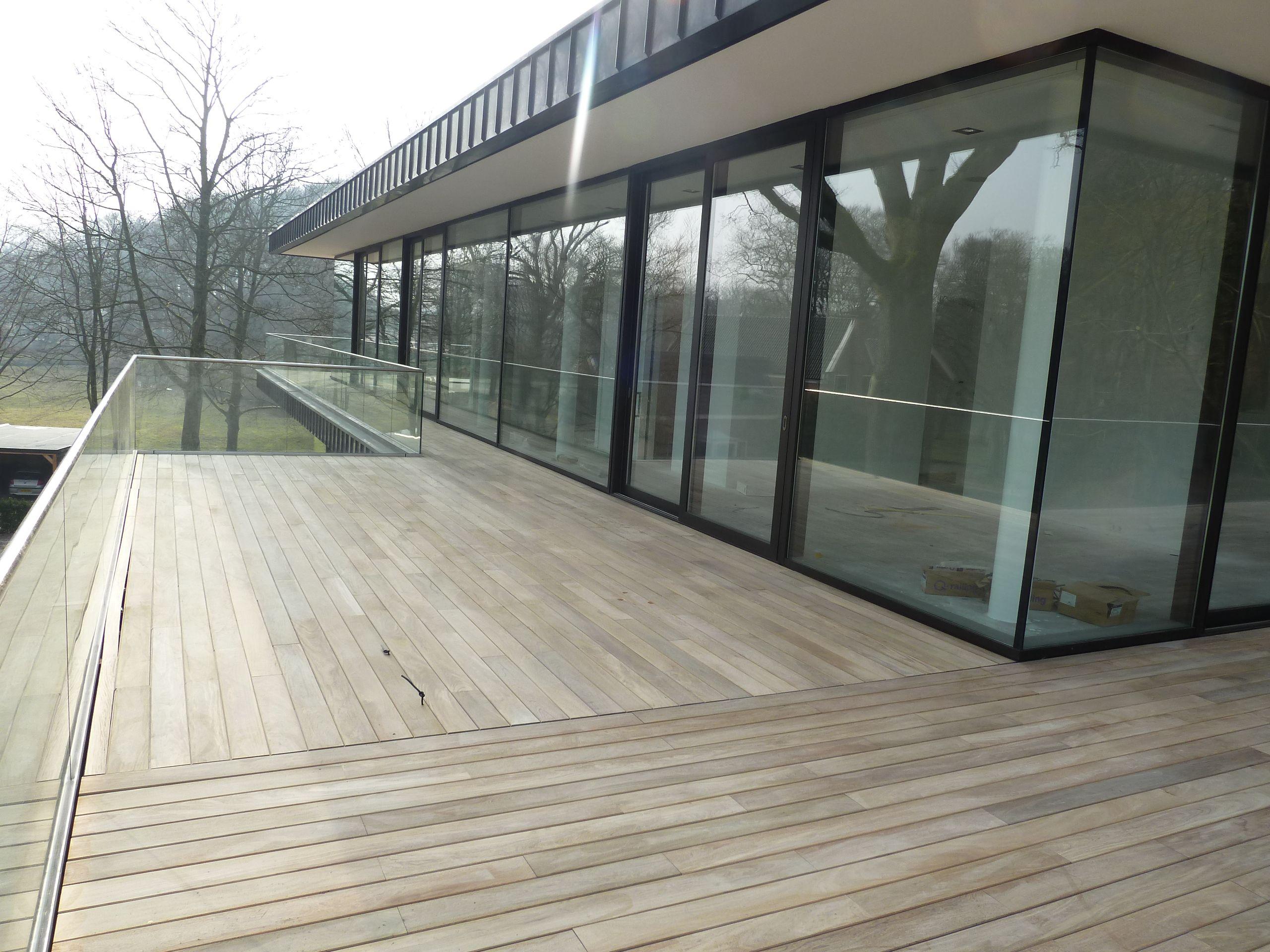 Exterpark plus terras hout taperyba 21 x 130 mm onbehandeld inmiddels geinstalleerd op - Terras hout ...