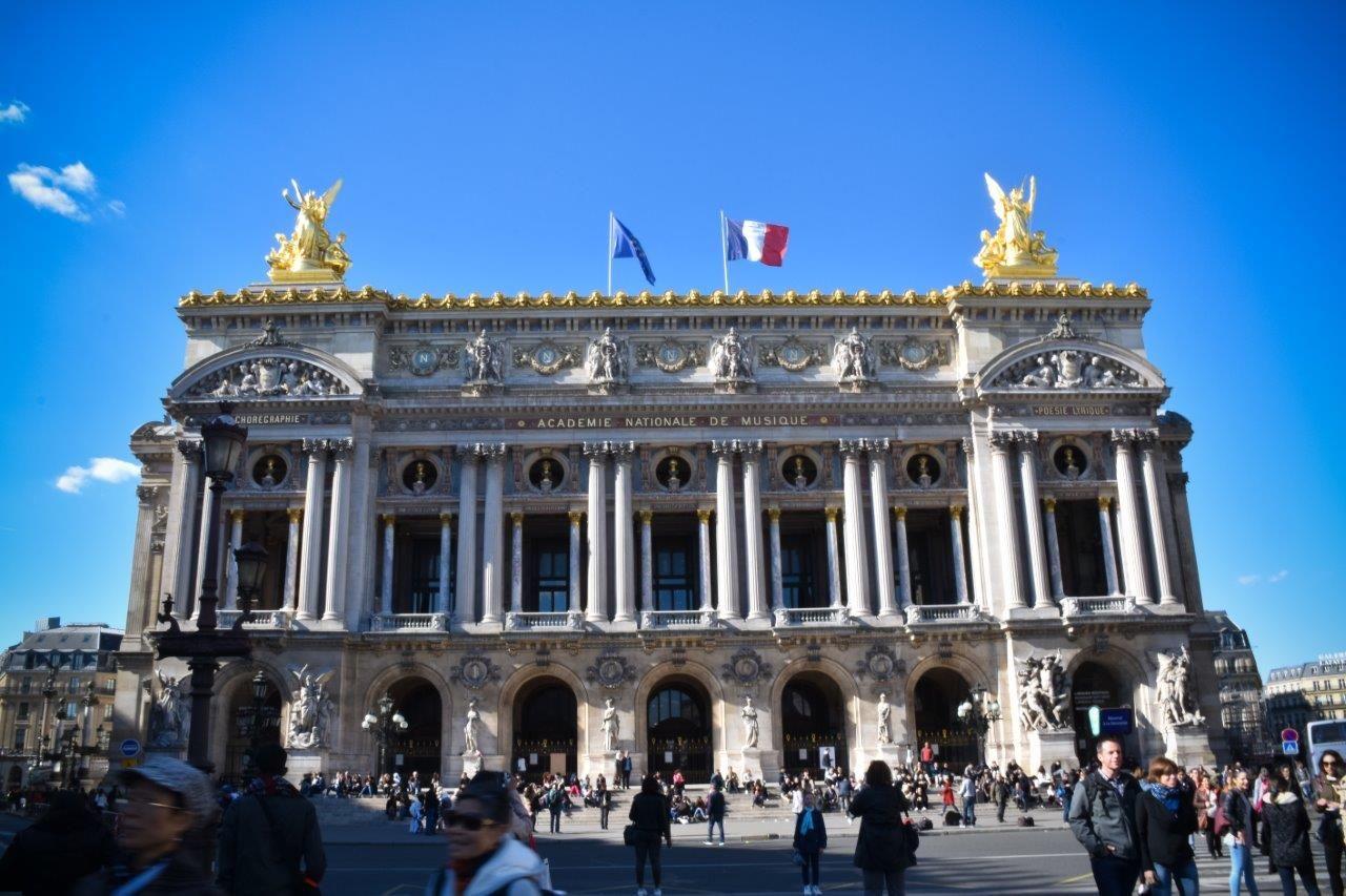 Pateao  Paris by Alessandro Felippe