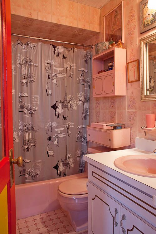 Cullen Meyer Crown Prince Of Kitsch 40 Photos Retro Renovation Retro Bathrooms Vintage House