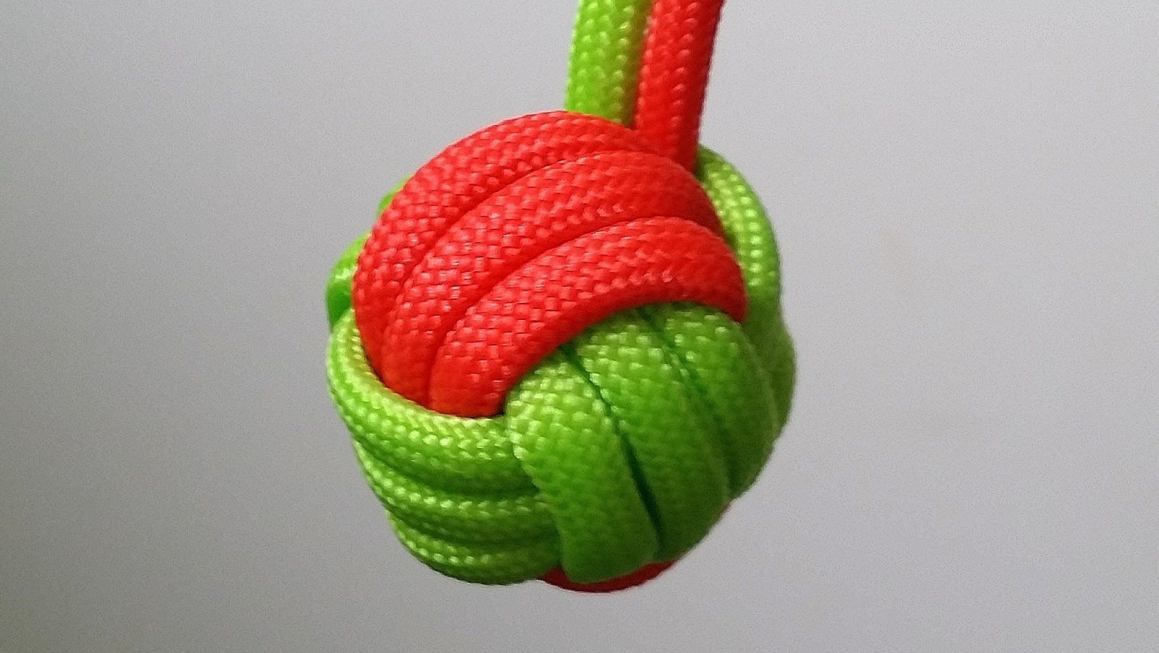How to make a two color Monkey's Fist keychain | Macrame ...
