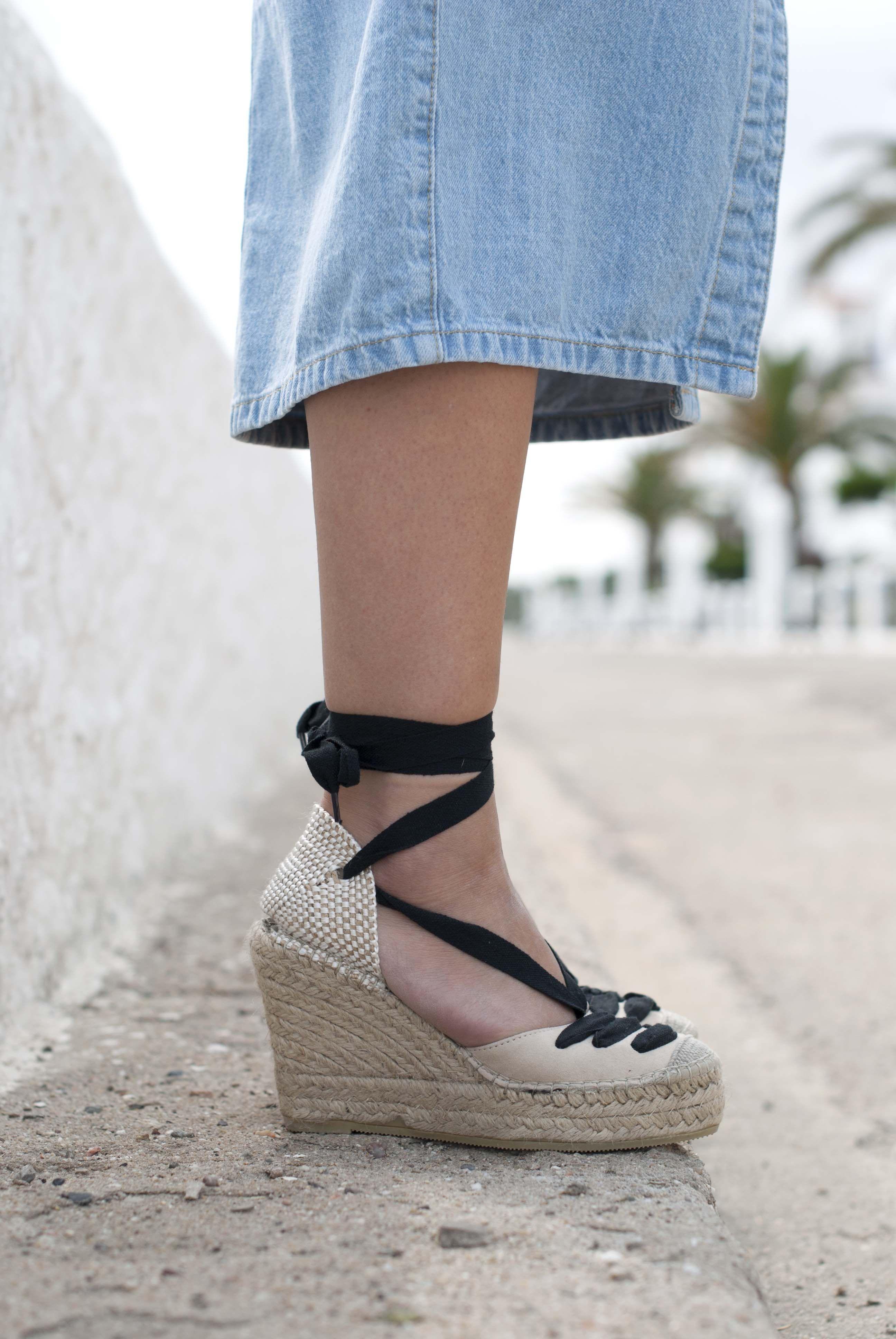 http://www.theguestgirl.com/2016/05/denim-overall-dress-with-bandana-trend-alert/  #denim #overall #dress #espadrilles #wedges #boho #chic #mediterranean #girl #drdenim #polinetmoi #bandana #streetsyle #theguestgirl