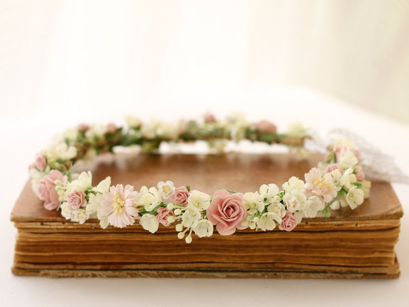 Haarblüten - ♥ Blumenkranz mit Blüten und Blättern ♥ - ein Designerstück von LolaWhite bei DaWanda #brautblume