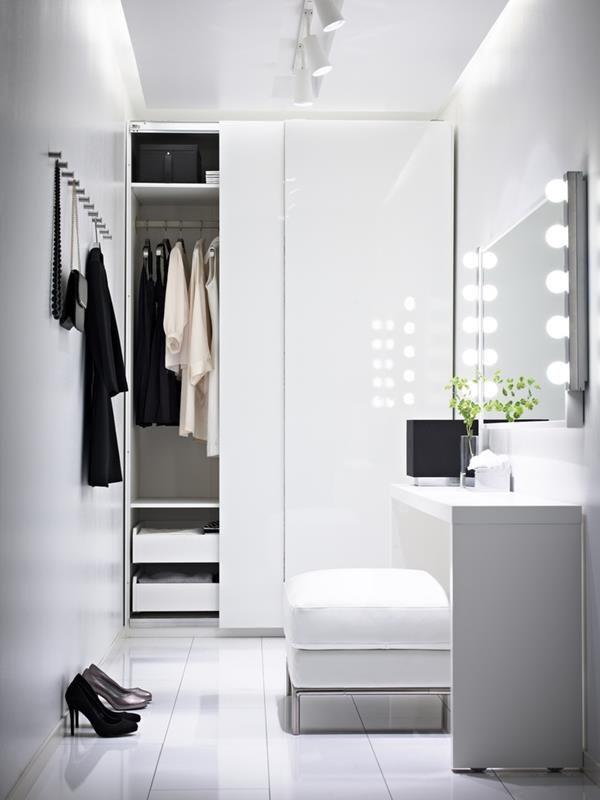 Modernes Ankleidezimmer Mit Toller Beleuchtung