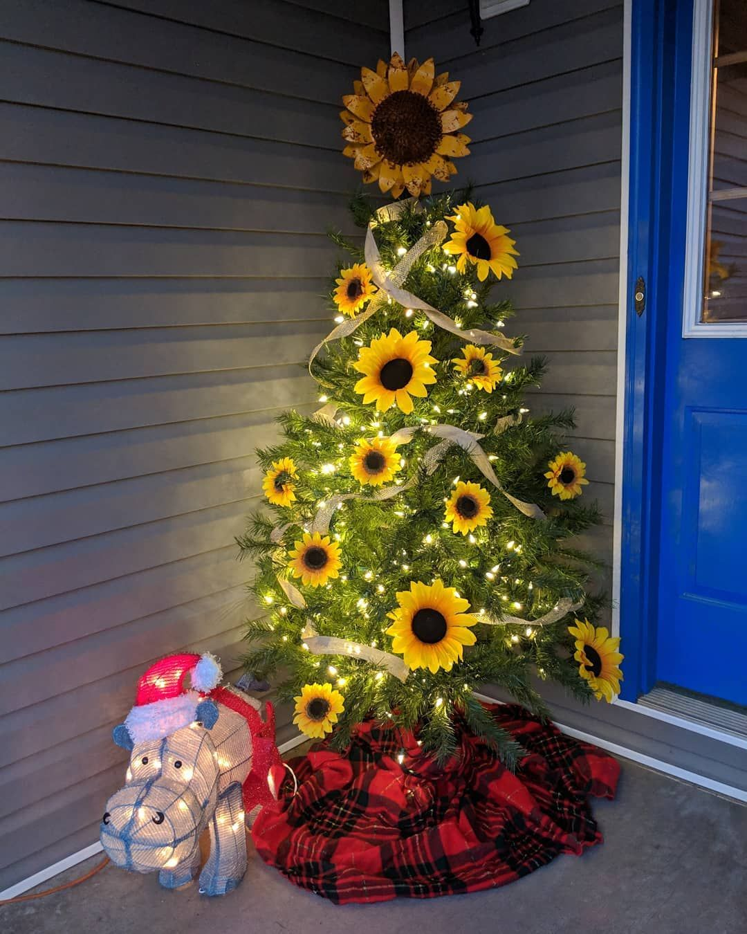 People are adding sunflowers to their Christmas trees, and my bohemian little heart thinks they're pretty groovy. #sunflowerchristmastree People are adding sunflowers to their Christmas trees, and my bohemian little heart thinks they're pretty groovy. #sunflowerchristmastree