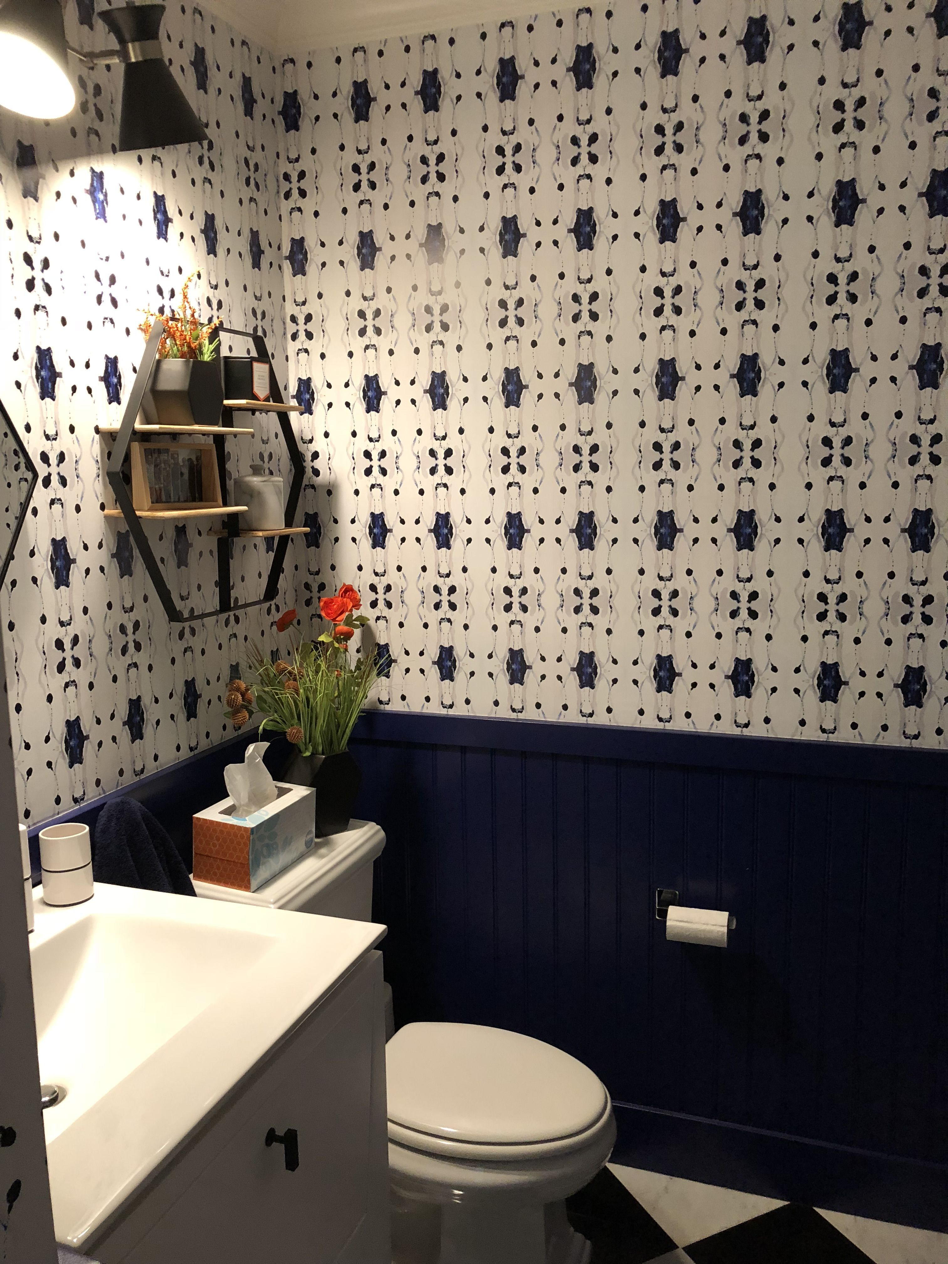 Powder room, navy wainscoting, Tamarindo wallpaper from Jennifer Latimer #WainscotingStyles