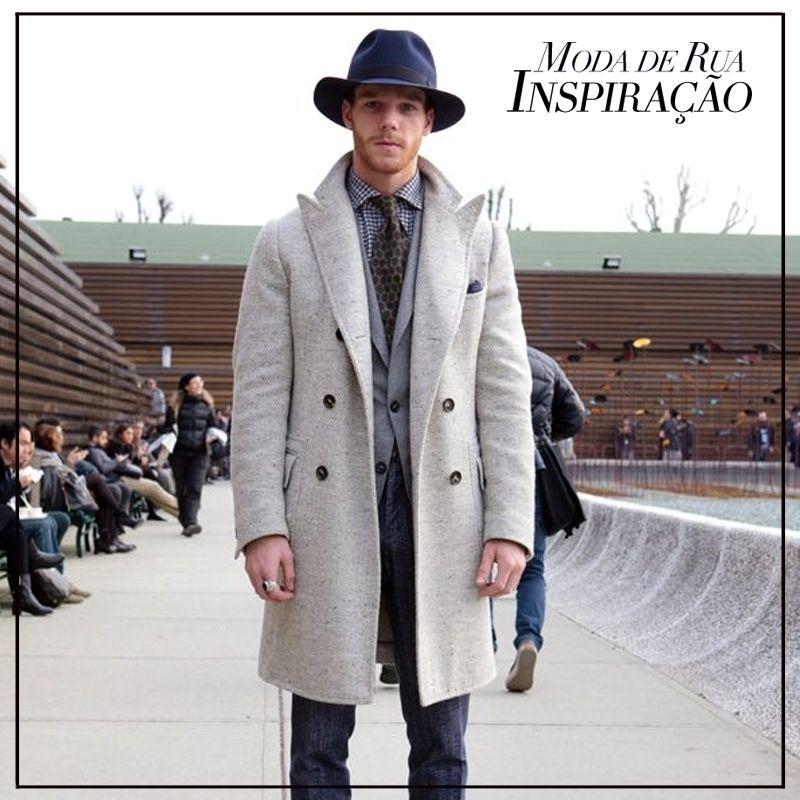 #ModaDeRua #Chapéu Esquecidos por um bom tempo da moda cotidiana, os chapéus estão vontando neste inverno! Você aposta ou aposenta essa tendência?