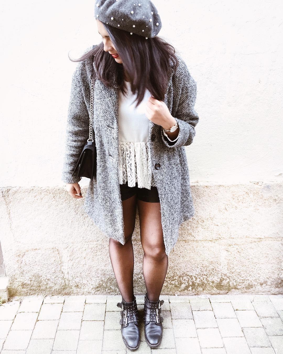 Look d'hiver : béret avec perles, blouse en dentelle, short