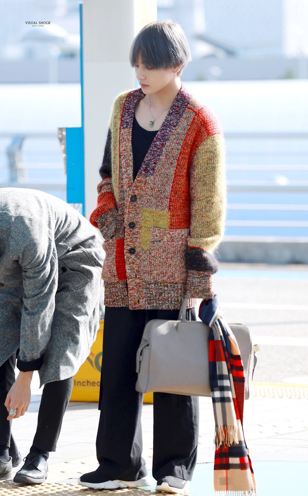 taehyung-outfit-oversize