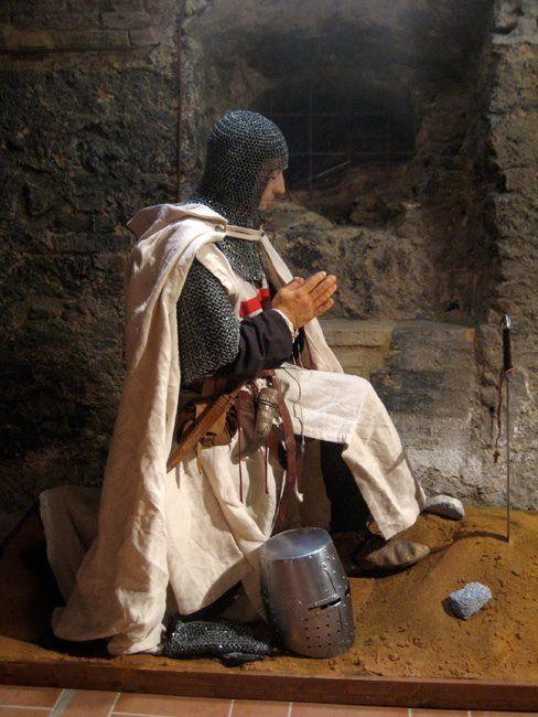 Knights Templar:  A #Knight #Templar at prayer.