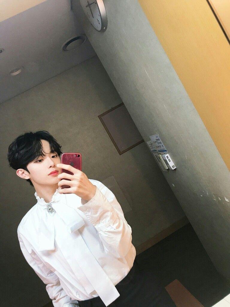 Verivery Kangmin Mirror Selfie Korean Celebrities Mirror Selfie Kpop Aesthetic