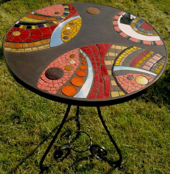 Table guéridon en mosaïque, bois marin et fer forgé ...