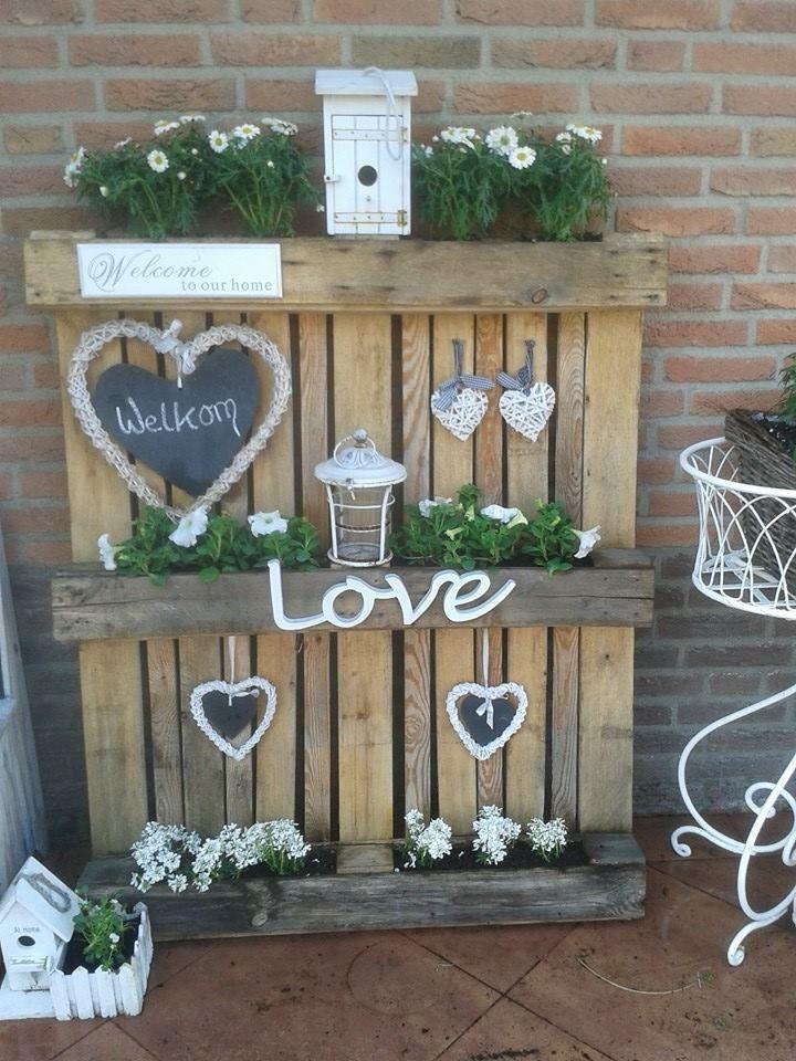 Gute Idee Mit Paletten Quelle Ineke Van Coevorden Auf Facebook Blumenarran Blumenarrangements Im Haus Paletten Garten Blumenarrangements