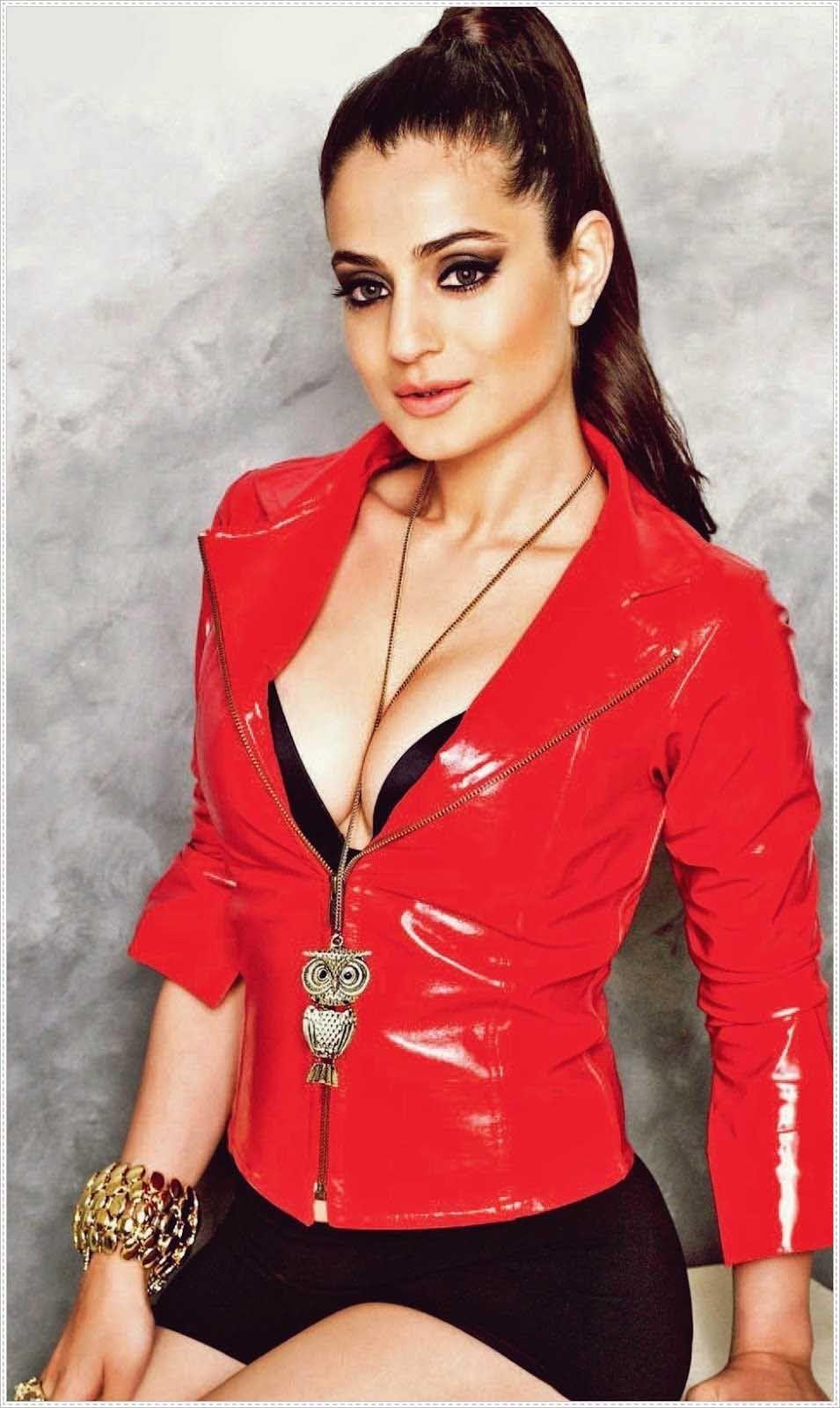 hot and sexy bollywood movie race 2 actress amisha patel very cute