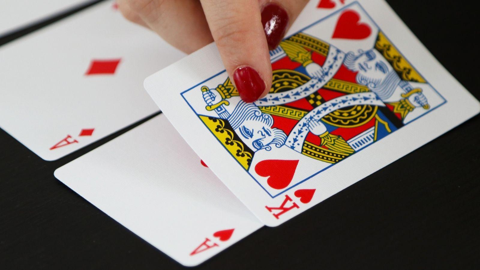 ما تفسير الحلم بالملك في المنام Cards Playing Cards