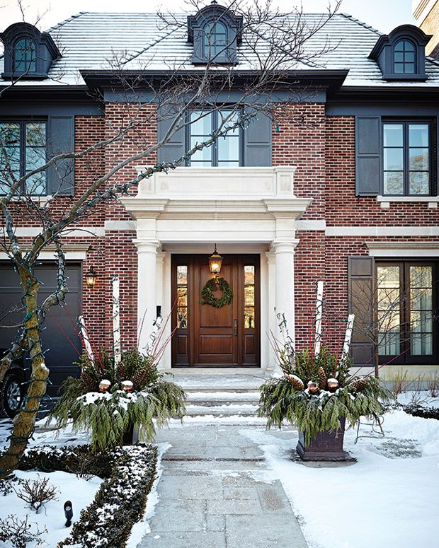 A Tailored Holiday Home With Elegant Christmas Decor #exteriordecor