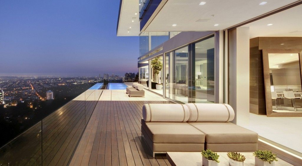Modern home 10 most popular architectural styles for los for Luxury balcony design