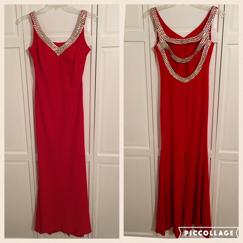 Never worn gorgeous red formal gownprom dress red formal gown and