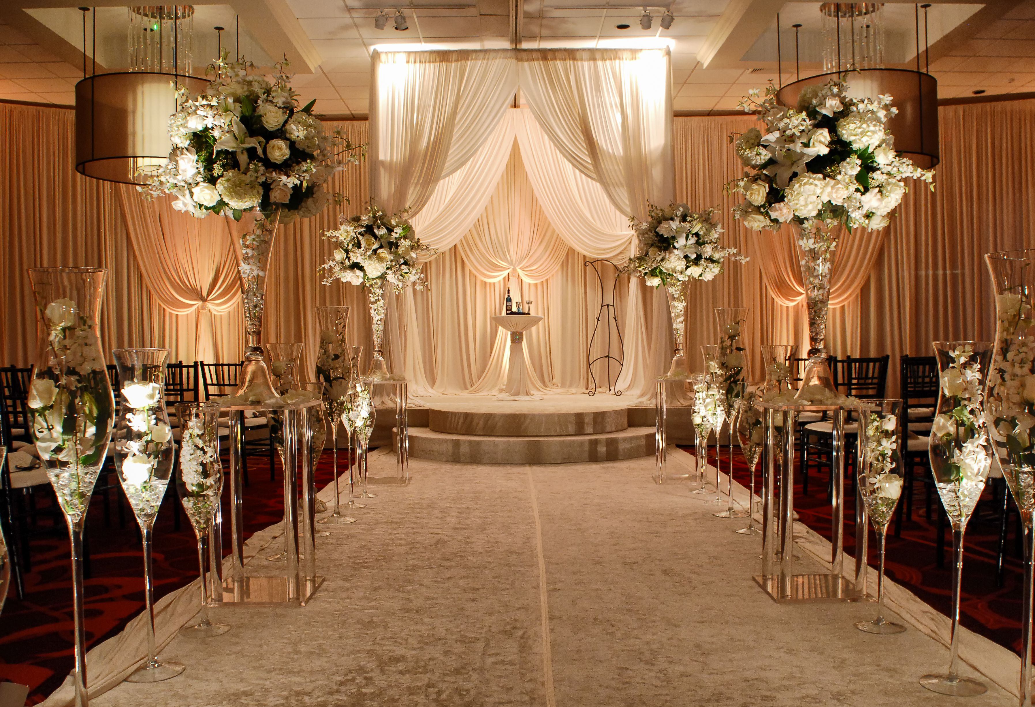 Cheap Wedding Ceremony And Reception Venues Near Me: Ceremony Northbrook Ballroom, Via @Renaissance Chicago