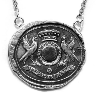 love this necklace with one of my fav. latin sayings. Dum Spiro Spero - While I breathe I hope