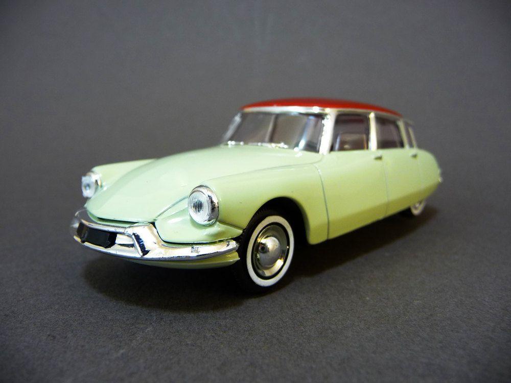 voiture ds miniature voiture fran aise ann es 50 echelle 1 43e jouet de collection solido. Black Bedroom Furniture Sets. Home Design Ideas
