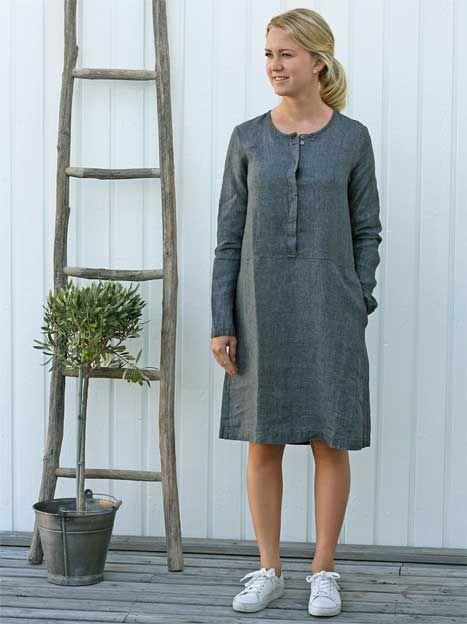 Klassisk långärmad linneklänning från Nygårsanna. Klänningen är i ett skönt  linnetyg 6d268064f3d07