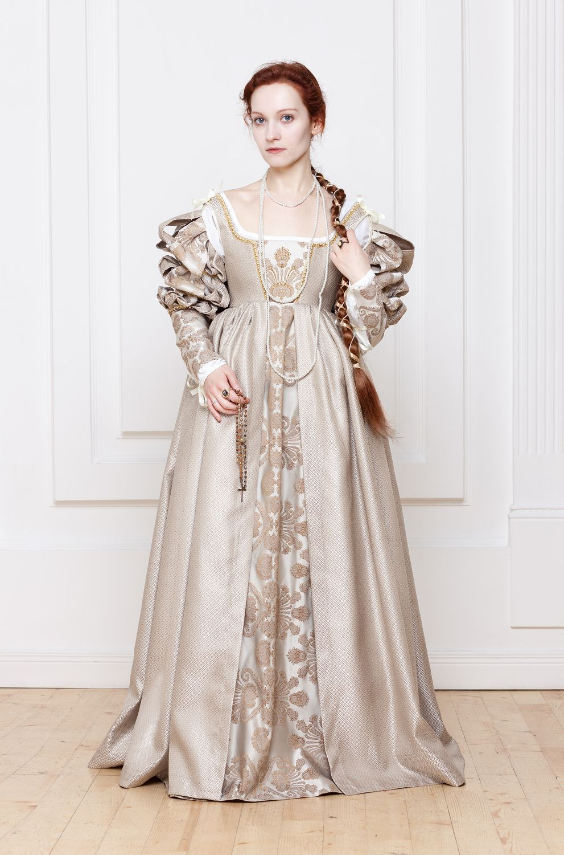 Renaissance Italian woman dress 15th 16th century by