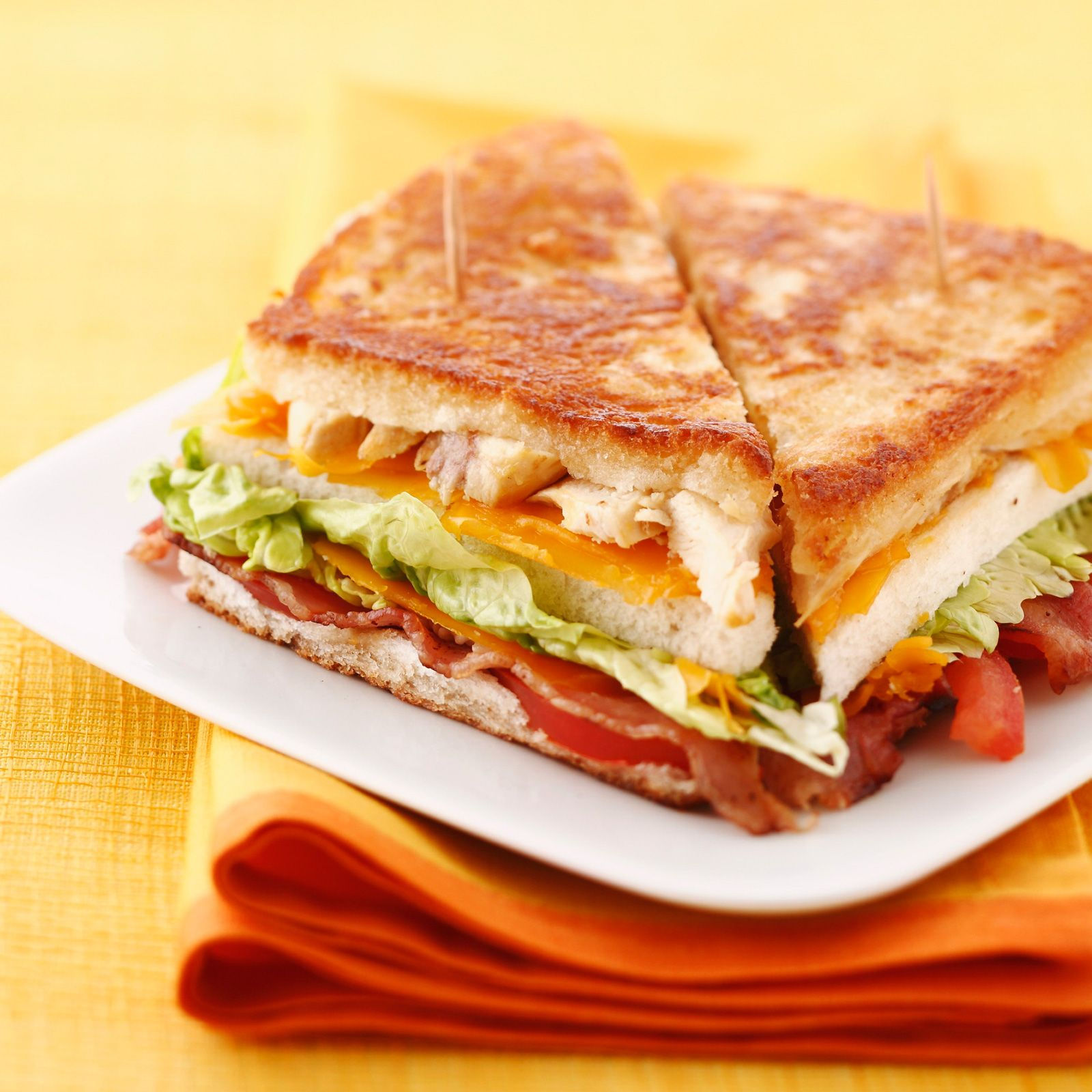 Club sandwich toast poulet cheddar bacon tomate recette bacon cheddar et sandwiches - Recette de sandwich froid ...