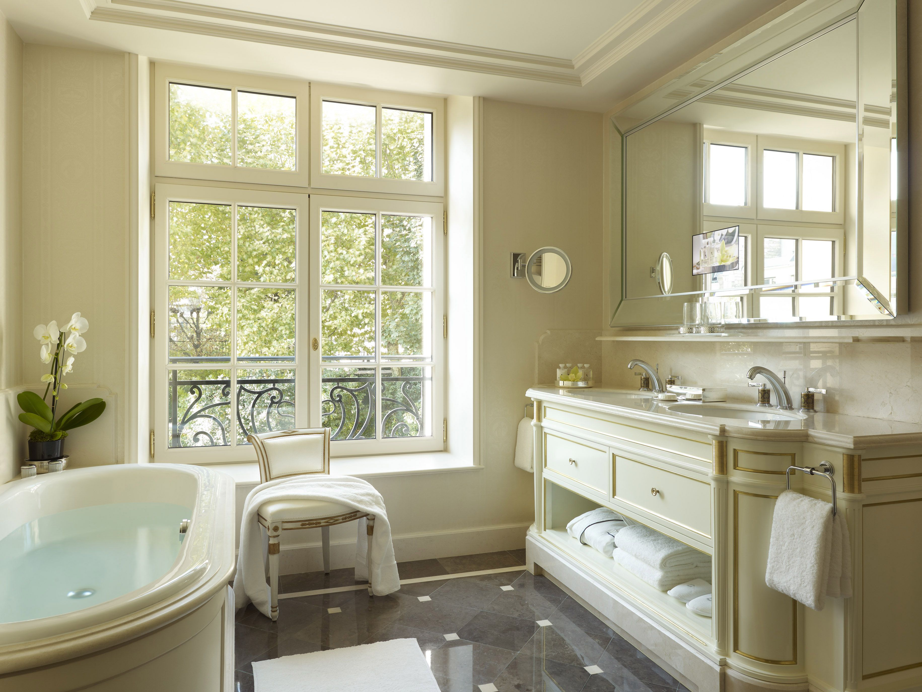 Why the shangri la is the best luxury hotel in paris Luxury master bathroom suites