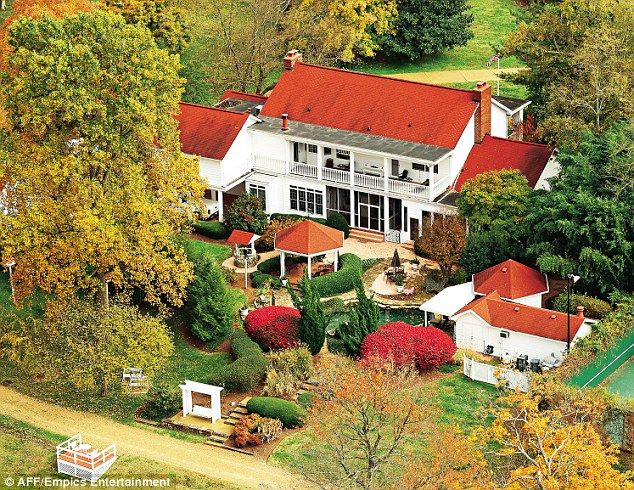Dolly S House She Shares With Her Husband Carl Dean In Brentwood