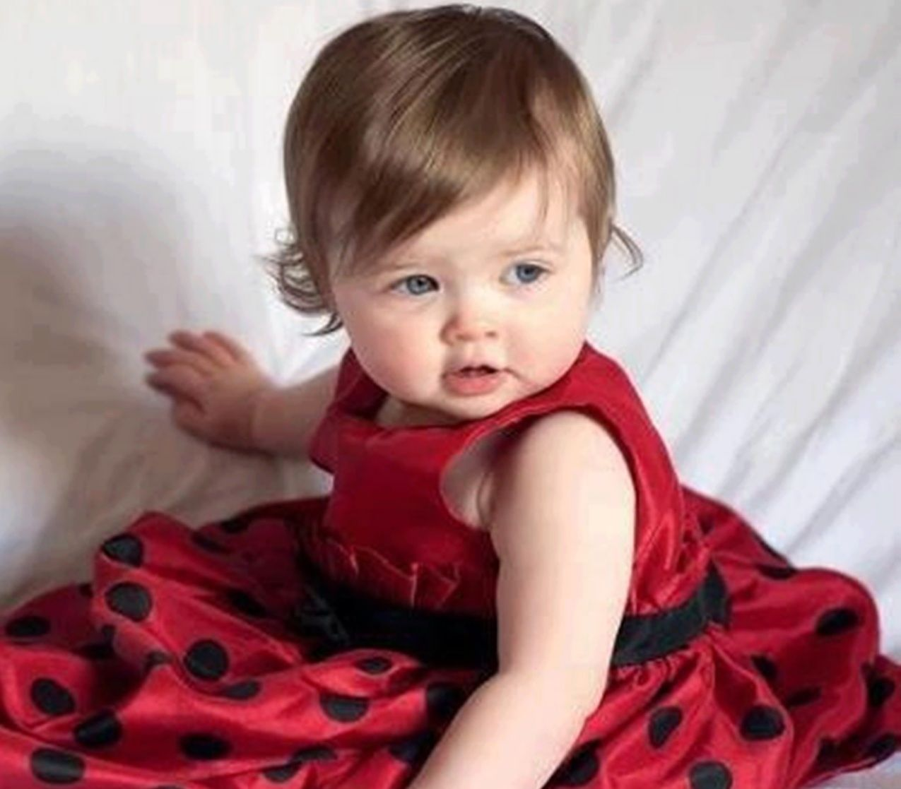 dd9ca545c418 Cute red dress for baby girls.