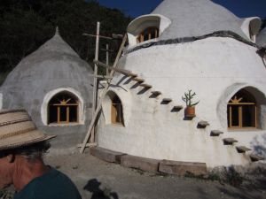 earth bag houses what else to say cob and such pinterest ausgefallene wohnideen. Black Bedroom Furniture Sets. Home Design Ideas