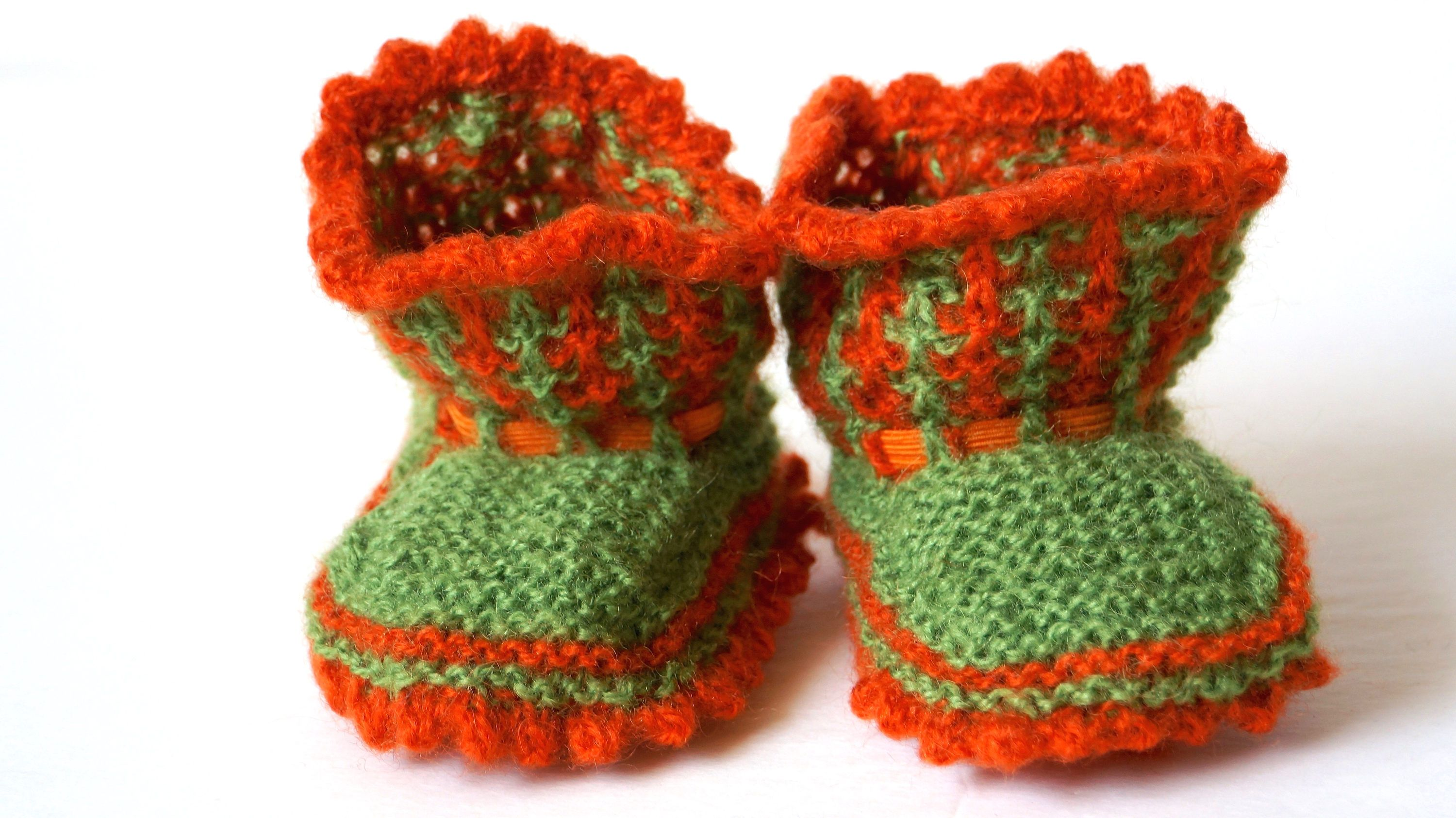 CUTE KNITTED UNISEX BOOTIES BY SOFT TOUCH